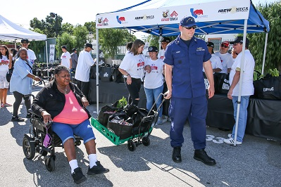 LA Clippers annual Feed the Community Thanksgiving event